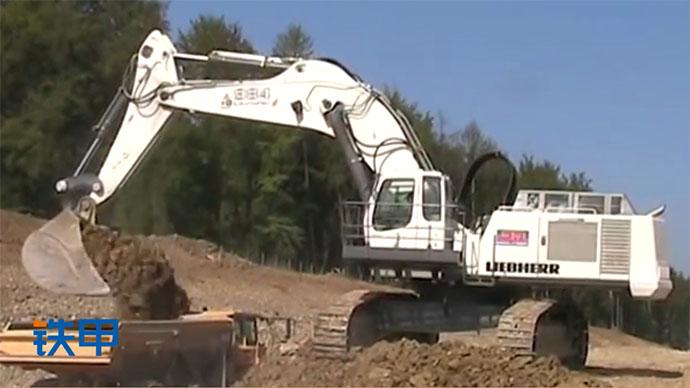 【眼界】大型挖掘机利勃海尔r984c挖掘机作业