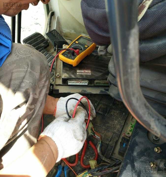 挖掘机异常高温,折腾一天没找到故障,没想到是一颗保险丝……(图2)
