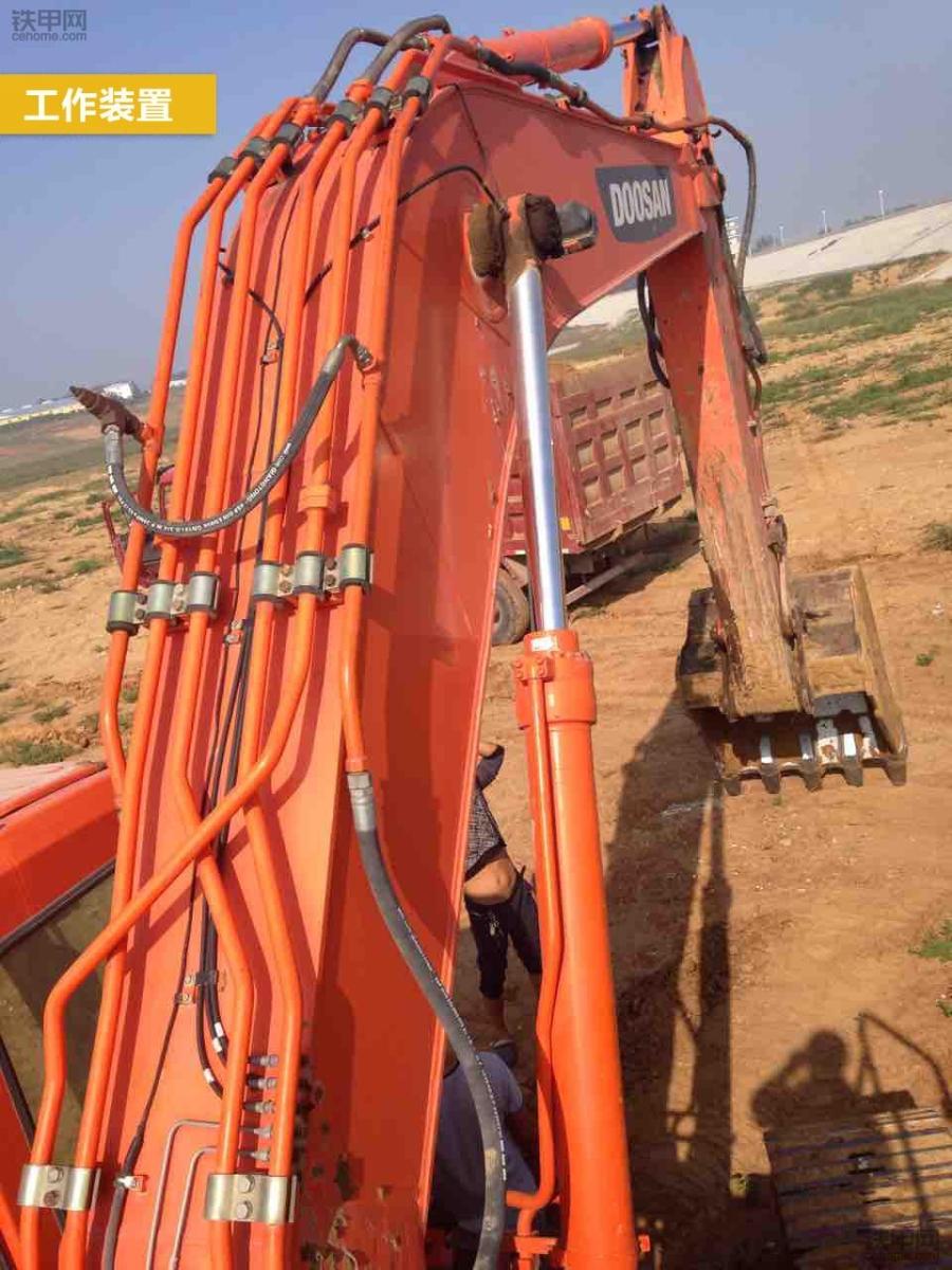 斗山DH300LC-7的工作装置