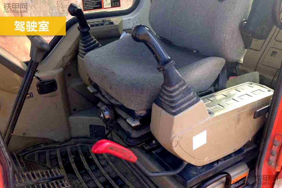 斗山DH300LC-7的驾驶室