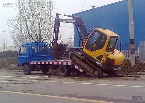 散户养车不容易, 挖掘机拖车省油小窍门(图1)