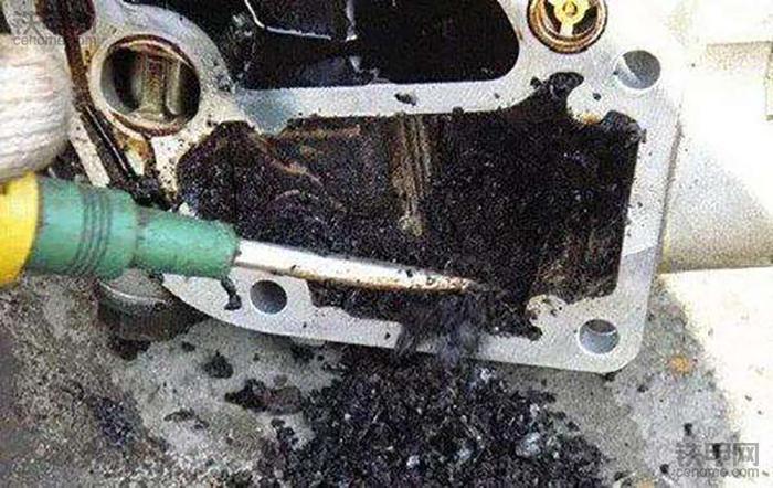 挖掘机故障分析:发动机为何积碳?到底怎么处理?(图2)