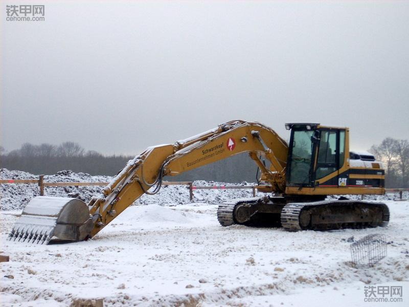 挖掘机冬季使用宝典:这7大保养你都清楚吗?(图4)