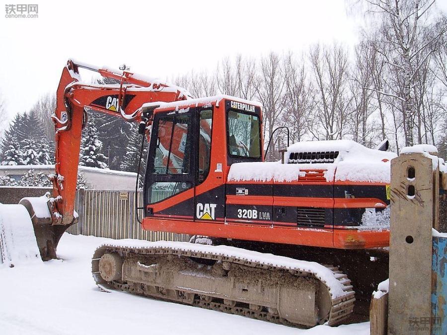 挖掘机冬季使用宝典:这7大保养你都清楚吗?(图1)