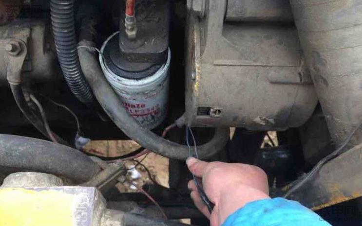 挖掘机为什么打不着火?怎么解决?老司机给你答案!(图3)
