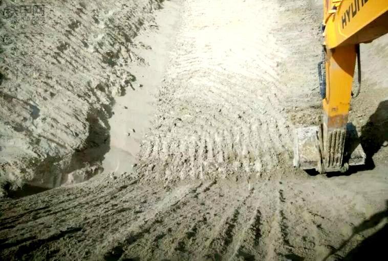 挖机刷坡技巧:要做到心到!眼到!机到!(图5)